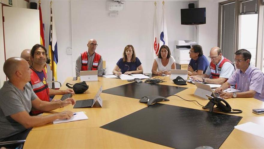 La consejera de Política Social, Sostenibilidad y Seguridad, Nieves Lady Barreto, junto al subdirector de Protección Civil y Emergencias, Néstor Padrón, durante la reunión del comité asesor del Pecmar.
