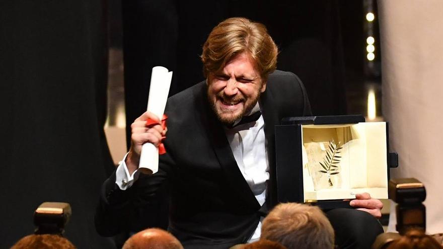 Ruben Östlund, director de la película sueca 'The Square', celebra su Palma de Oro en Cannes 2017