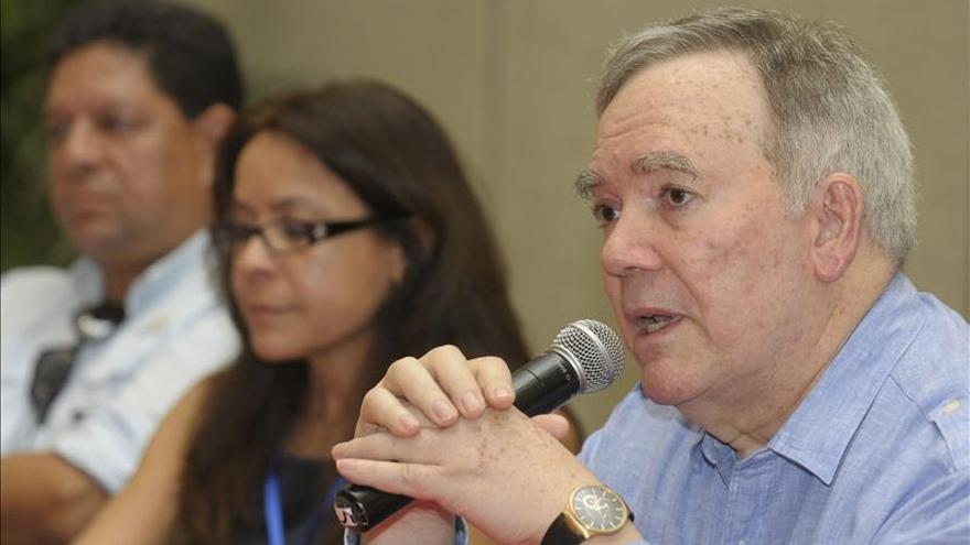 El embajador de Venezuela en la OEA asiste en Cuba al diálogo de paz colombiano