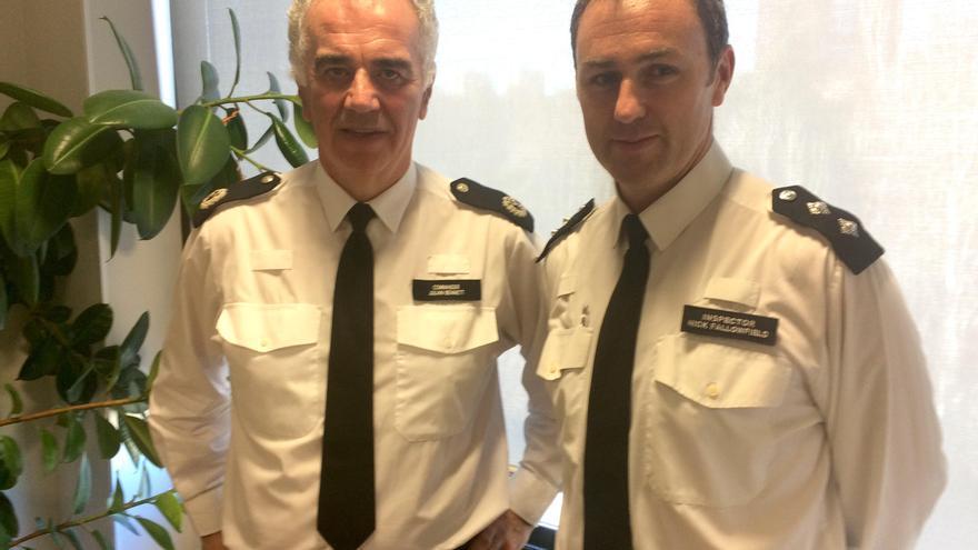 El comandante Julian Bennett y el inspector Nicholas Fallofield, de la Metropolitan Police de Londres.