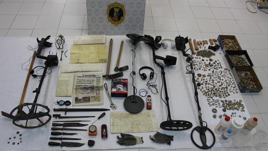 Imagen del instrumental y piezas incautadas en la operación policial