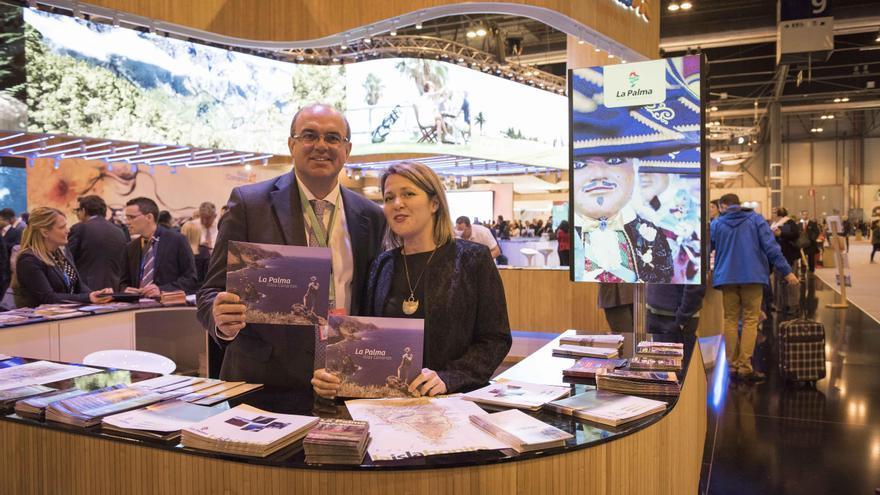 El presidente del Cabildo de La Palma, Anselmo Pestana, y la consejera de Turismo, Alicia Vanoostende. Foto: CARLOS ACIEGO.