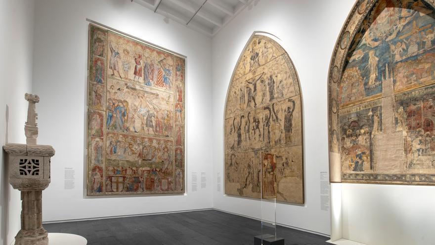 Sala de pintura mural gótica del Museo de Navarra