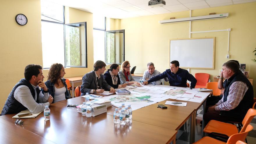José Julián Mena, alcalde del PSOE en Arona, en una reunión de trabajo sobre el PGO