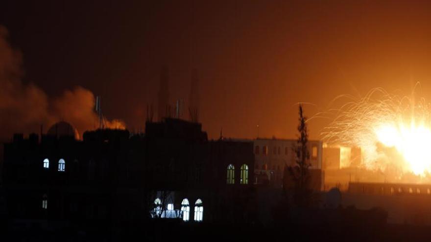 Más de 80 muertos en un bombardeo de la coalición árabe en la capital yemení