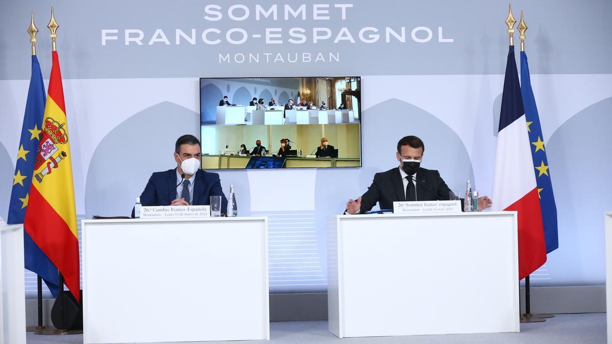 Pedro Sánchez y Emmanuel Macron durante la cumbre hispano-francesa en Montauban.