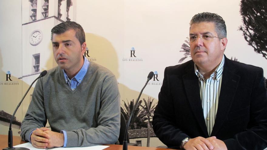 El alcalde de Los Realejos, Manuel Domínguez (PP), y el director del área de Seguridad y aspirante a subcomisario de la Policía Local, José Marrón