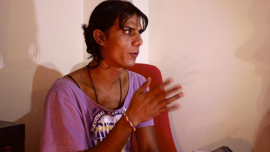 Natasha, transexual paquistaní refugiada en Grecia