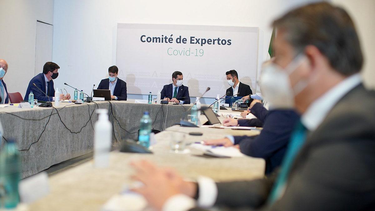 Juanma Moreno, presidente de la Junta de Andalucia en el comité de expertos