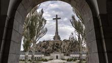 Ocho monjes desafían a la Guardia Civil y se saltan la prohibición de acceder a la basílica del Valle de los Caídos