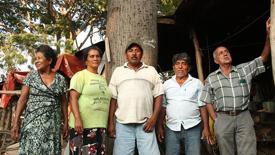 Lina Ramírez Dorantes, Flora, Margarito, Marciano Cruz y Rodolfo Chávez, activistas del Cecop. / Foto: Emma Gascó.