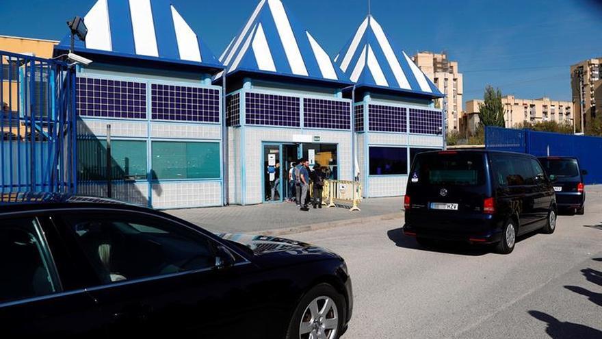 Comunican al Defensor del Pueblo una nueva denuncia de agresión en el CIE de Aluche
