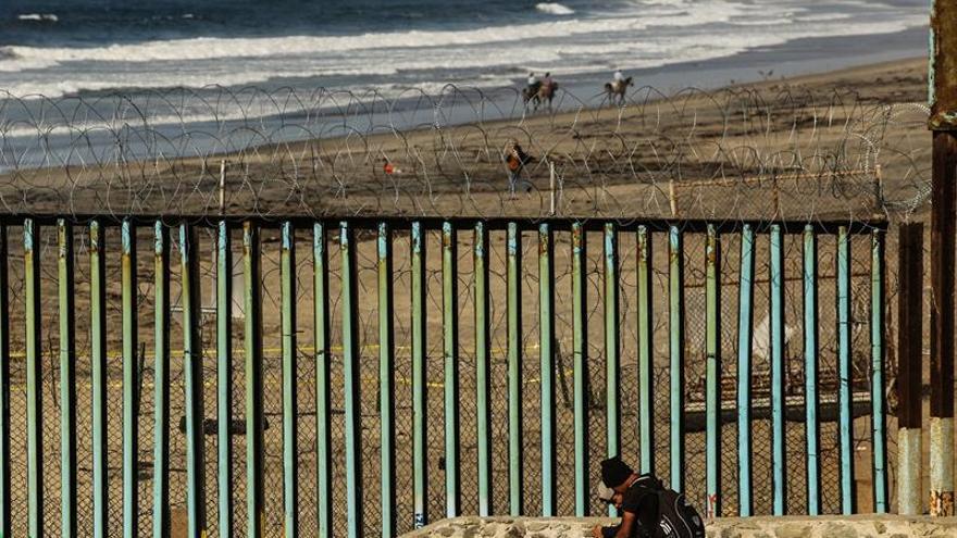 EE.UU. cierra su frontera en San Diego tras el intento de asalto de cientos de migrantes