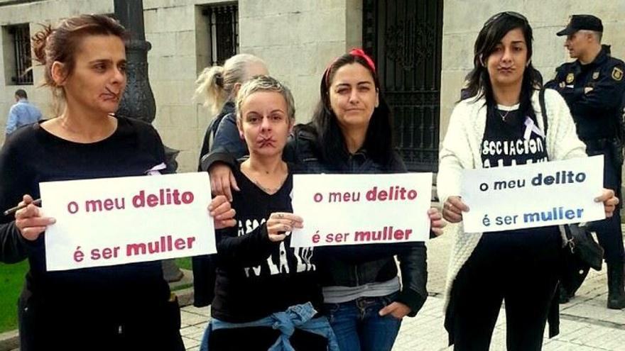 Gloria Vázquez (primera por la izquierda), en una protesta de Ve-la luz
