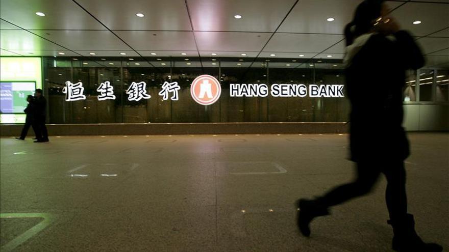 El índice Hang Seng subió el 0,22 por ciento o 50,7 puntos a media sesión