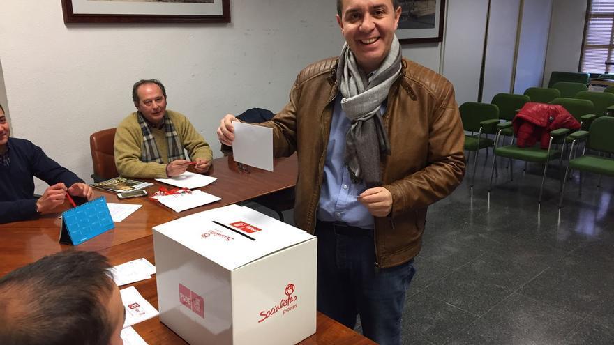 Santiago Cabañero, durante la jornada de votación