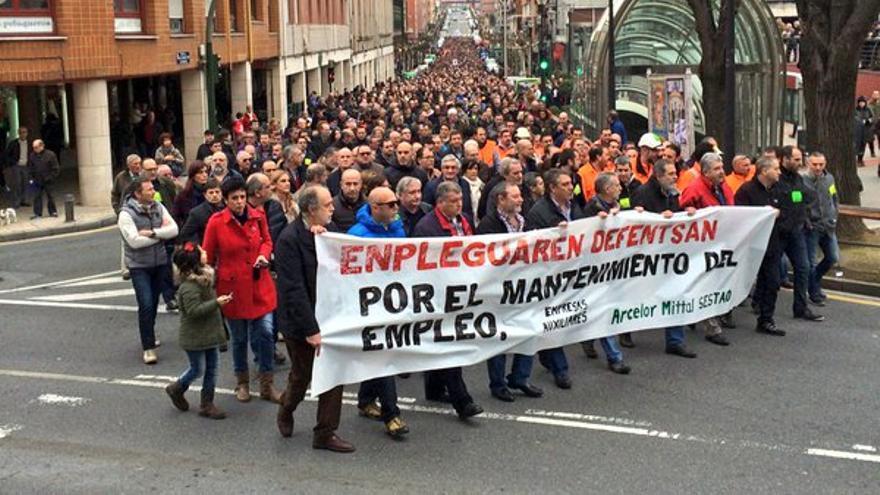 La población de Sestao y de la comarca sale a la calle en defensa del empleo en la ACB.