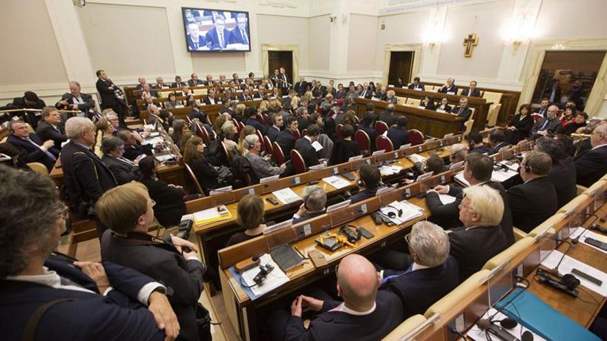 Los alcaldes europeos pactan en el Vaticano crear una red que fomente la acogida de refugiados