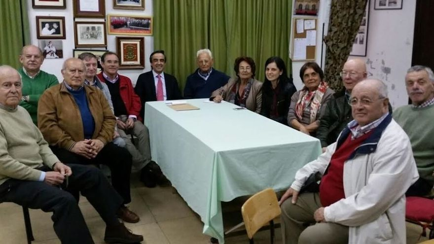 Calderón (PP) se compromete a facilitar que la Coral de Torrelavega tenga un nuevo local de ensayos