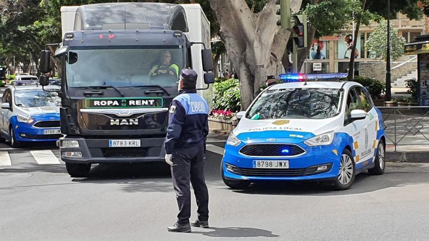 Control de la Policía Local de Santa Cruz tras la declaración del estado de alarma.