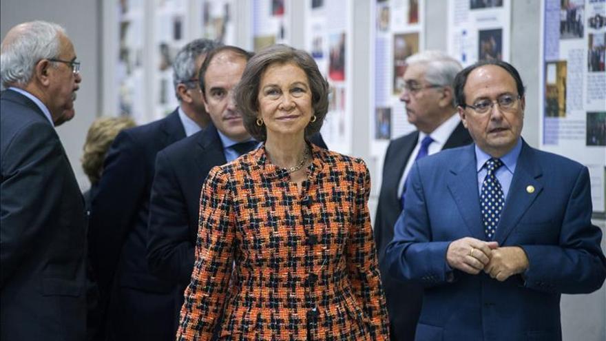 Doña Sofía entrega una aportación al Banco de Alimentos e inaugura un nuevo almacén