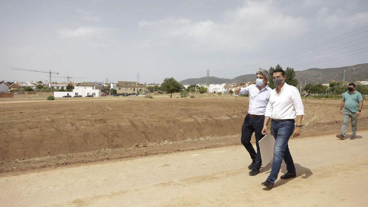 El alcalde de Córdoba, José María Bellido, visita el Parque del Flamenco