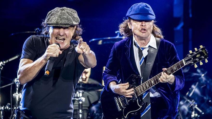 AC/DC durante su última gira con el cantante Brian Johnson