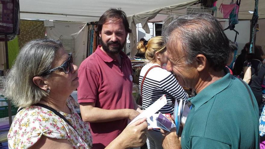 Pedro Escobar, junto al candidato de IU Mérida a la Alcaldía, Álvaro Vázquez