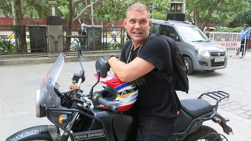 Nacho Vidal pasa del Kamasutra y elige cabalgar motos en su viaje a la India