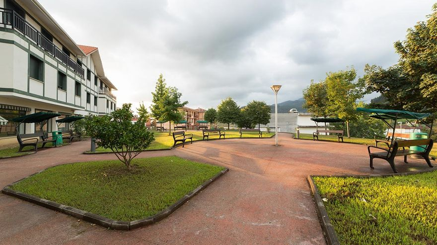Las residencias de Bizkaia se quedan también sin casos de coronavirus y se permiten desde ya más visitas para los mayores