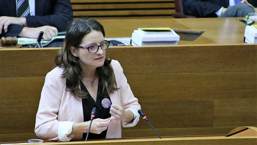 La vicepresidenta valenciana, Mónica Oltra, explica en las Corts el problema en los centros de acogida