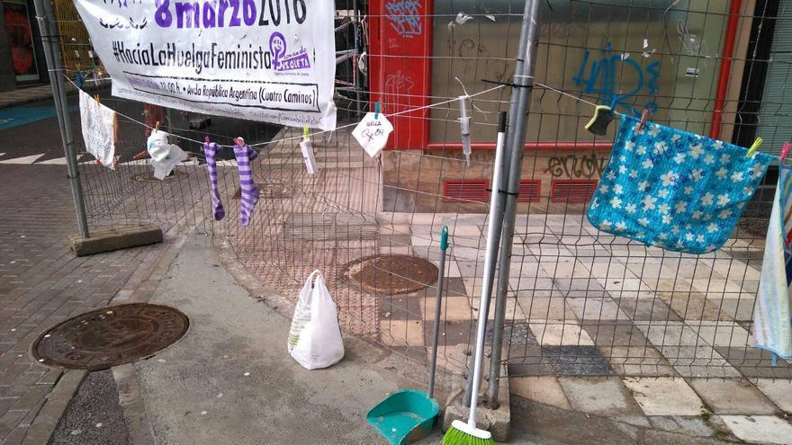 Performance huelga feminista Comando Violeta Cuenca