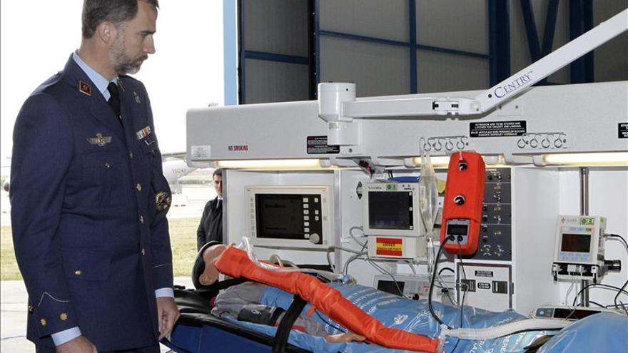 El Príncipe supervisa en Torrejón las unidades médicas aerotransportadas