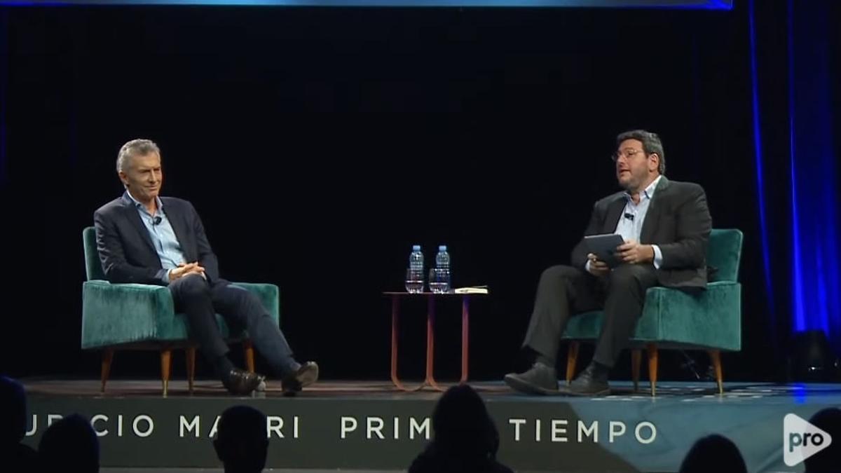 Macri y el ex ministro de Cultura Pablo Avelluto en el Centro de Exposiciones.