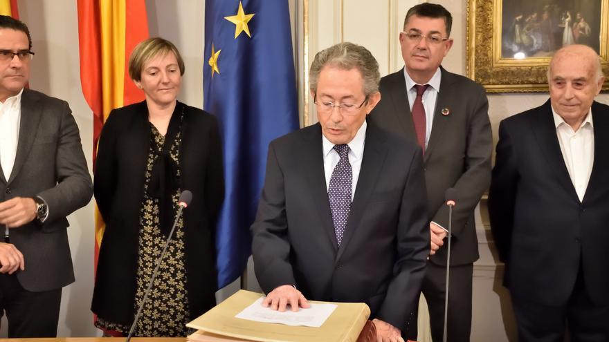 El exdiputado socialista Ángel Luna promete su cargo como Síndic de Greuges