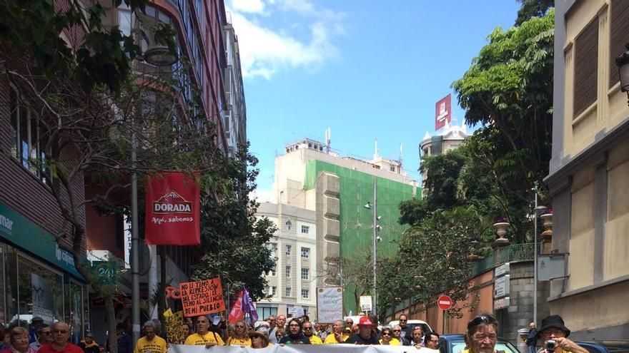 Cabecera de la manifestación de este sábado en Santa Cruz, otra más de los pensionistas