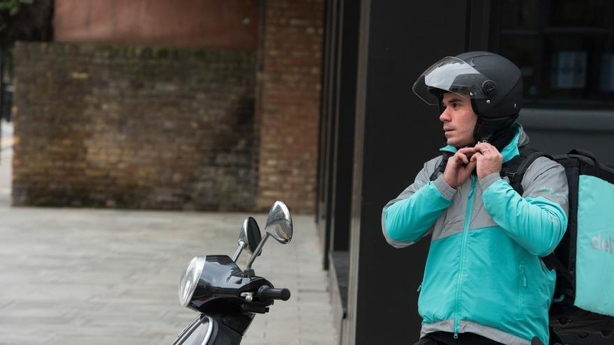 Los 'riders' de Deliveroo, jóvenes de 21 a 30 años que buscan complementar sus ingresos de manera flexible