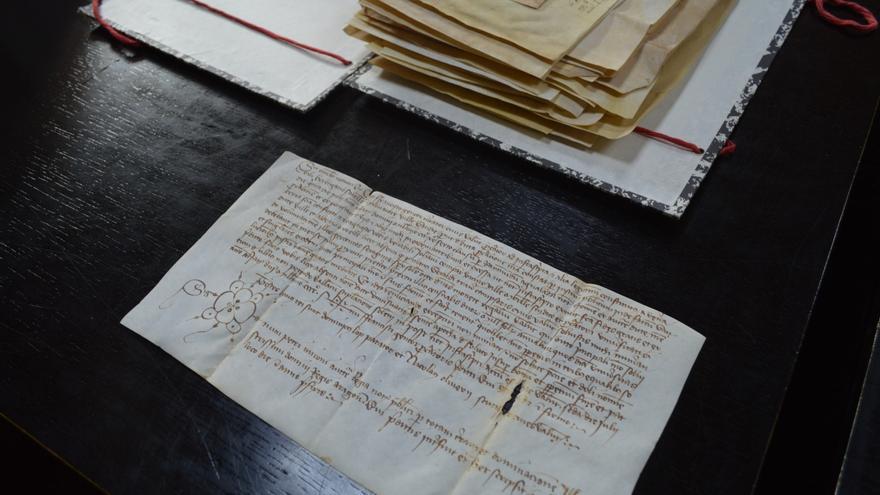 Manuscrito en pergamino de piel del siglo XV.
