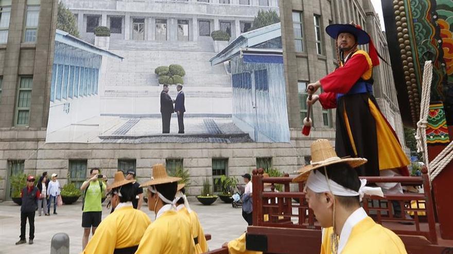 Una delegación surcoreana viaja a Pionyang para preparar la cumbre entre Moon y Kim