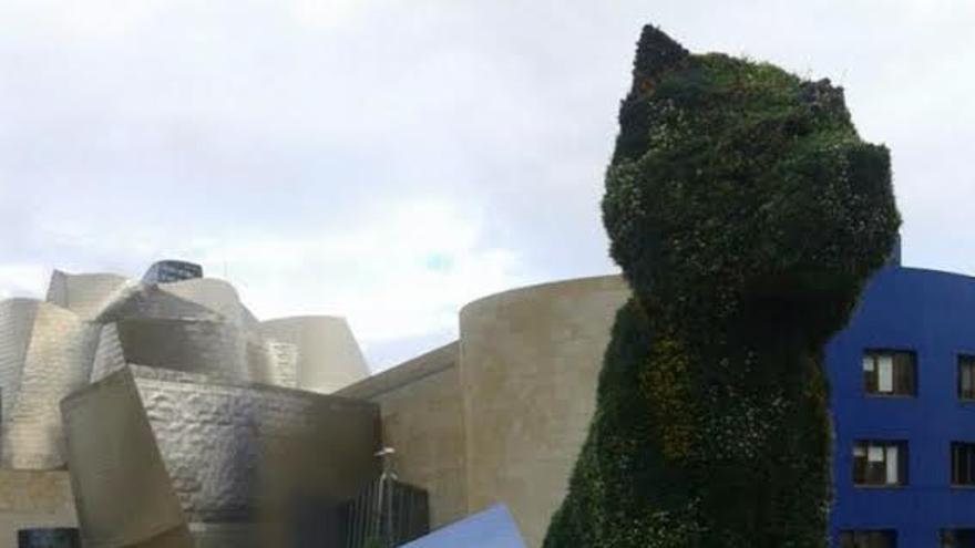 La Palma se promociona en Bilbao; en la imagen, propaganda de la Isla con el  el Museo Guggenheim al fondo.