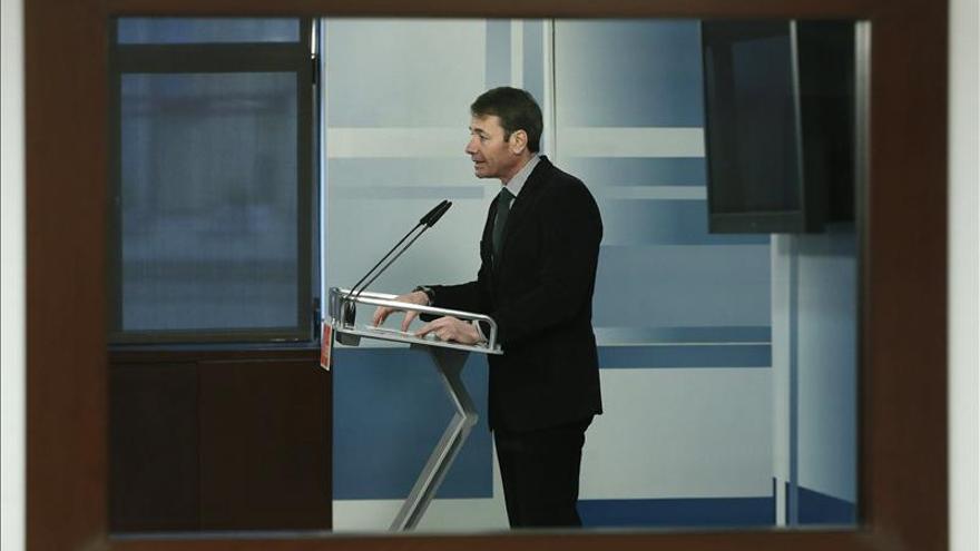 """Tomás Gómez pide a Rajoy que explique hoy mismo la """"trama financiera"""" del PP"""