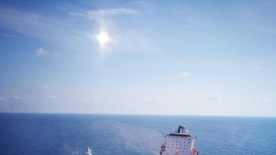 París dice que controla la marea negra causada por el choque marítimo en Córcega