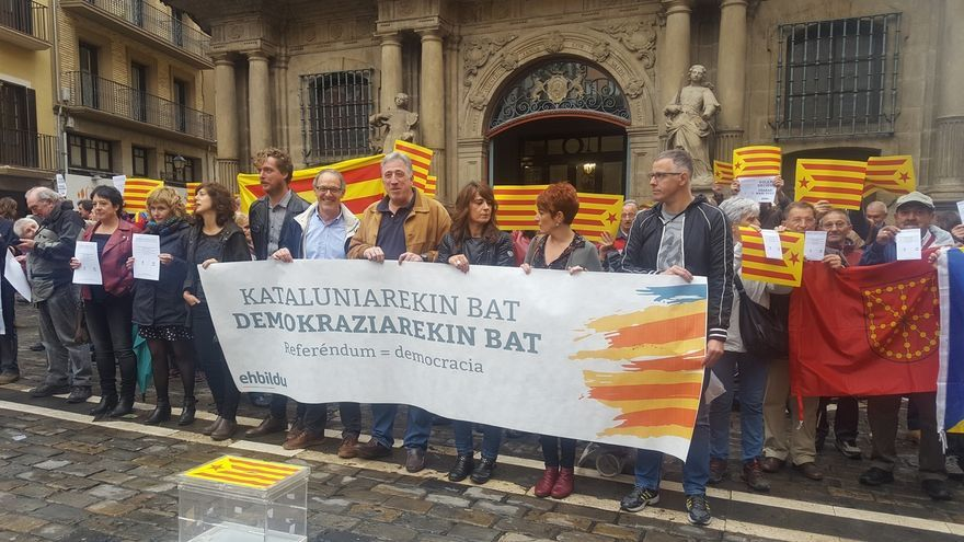 """EH Bildu se concentra en Pamplona para """"denunciar"""" la """"actitud represiva"""" del Gobierno central con Cataluña"""