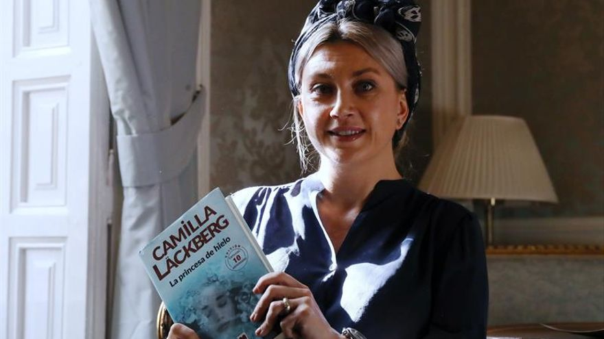 Camilla Lackberg, número tres en ventas sin estar aún en las librerías