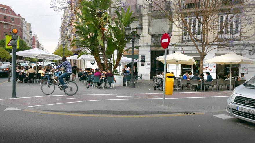 Una escena urbana del barri de Russafa