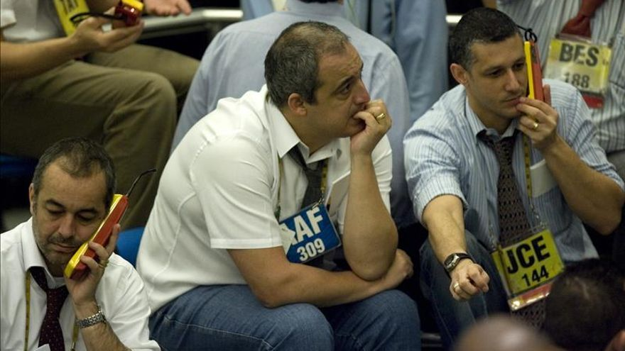 La Bolsa de Sao Paulo abre en bajada con indicadores negativos para Brasil