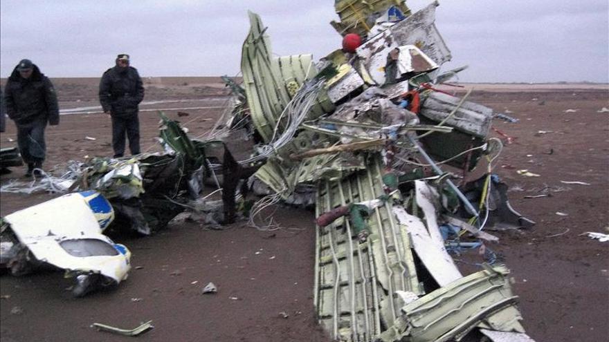 Veinte muertos al estrellarse avión junto a la ciudad kazaja de Alma Ata