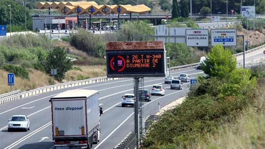 Más de la mitad de los conductores no usa correctamente los intermitentes al adelantar o regresar a su carril