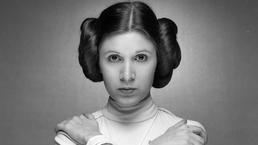La actriz Carrie Fisher caracterizada como la princesa Leia.