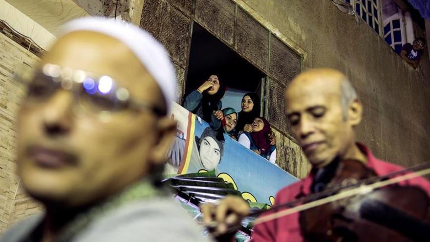 Los egipcios buscan productos típicos más baratos ante el Ramadán más caro